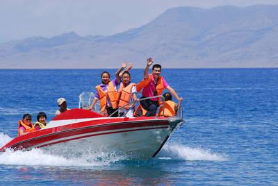日照世帆赛基地|出海捕鱼+快艇冲浪船票
